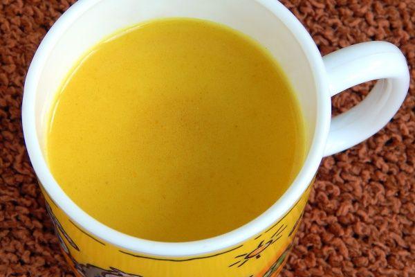 Złote mleko na przeziębienie, infekcje i odporność