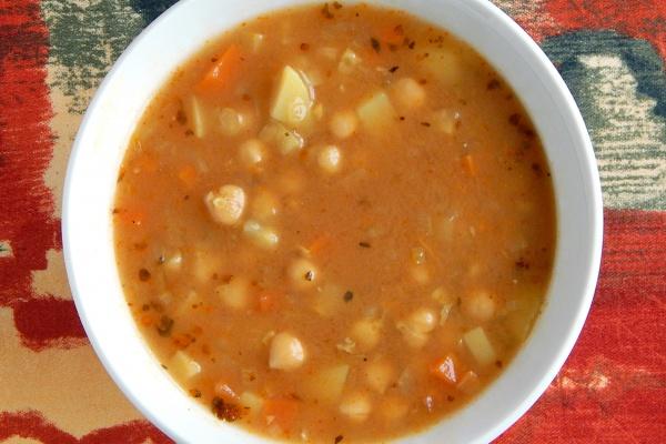 Zupa z ciecierzycy, wegetariańska, a'la gulaszowa