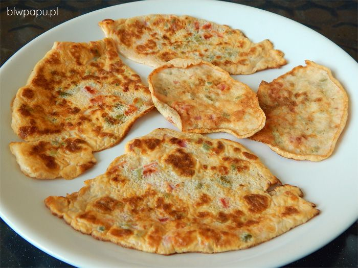 Proste mini-omlety z pomidorem